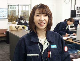 働く女性スタッフの写真